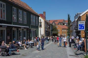 Bakklandet, die in den Gassen liegenden Cafés sind gut besucht